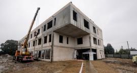 Trwa budowa zespołu przedszkolno-żłobkowego. Koniec prac już w kwietniu?